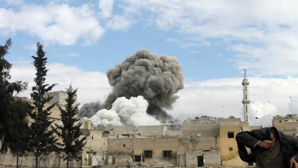 KJEMISKE VÅPEN: Syria bruker kjemiske våpen mot sivile, ifølge Daily Telegraph. Foto: AFP Photo/Mohammed Al-Khatieb/NTB Scanpix