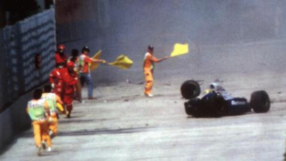 DØDSKRASJ: Ayrton Senna overlevde ikke denne krasjen i Tamburello-svingen under San Marino Grand Prix 1. mai 1994. Foto: AP / NTB Scanpix