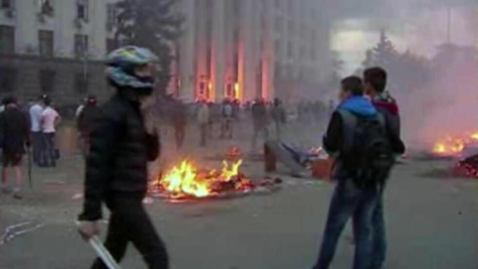 B- DEN NEST BLODIGSTE DAGEN: Hundrevis av personer er pågrepet i Odessa. 44 mistet livet i går. Foto: AP Photo via AP Video / NTB Scanpix