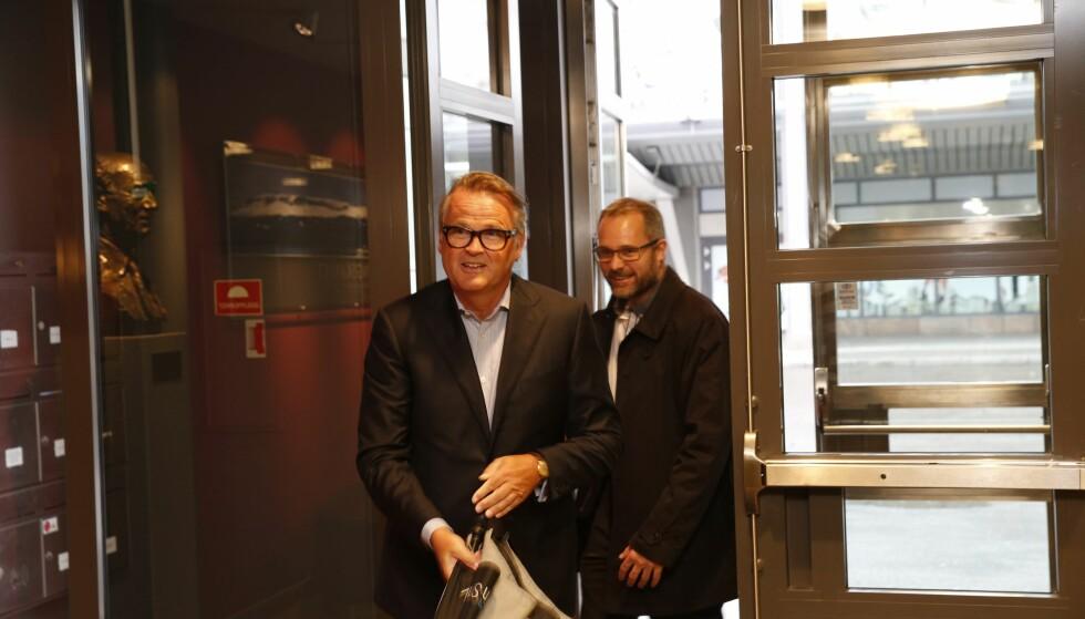FINANSMANN: Til dagens møte hos Olav Thon kom også Riulf Rustad (t.v.), her sammen med Knut R. Johannessen. De er begge med i Rygge Airport. Foto: Gorm Kallestad / NTB scanpix