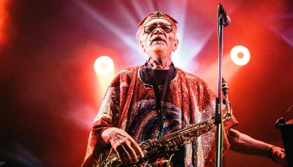 AVANT GARDE: Den amerikanske avantgarde jazz gruppa Sun Ra Arkestra har siden Sun Raâäôs døde i 1993 hatt mange forskjellige bandledere. I dag ledes arkestra av saksofonisten Marshall Allen. Foto: NTB Scanpix