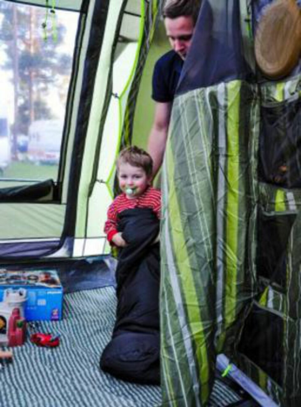 ERFAREN CAMPER: Fire år gamle August drar gjerne på luksus-camping igjen. Foto: PRIVAT