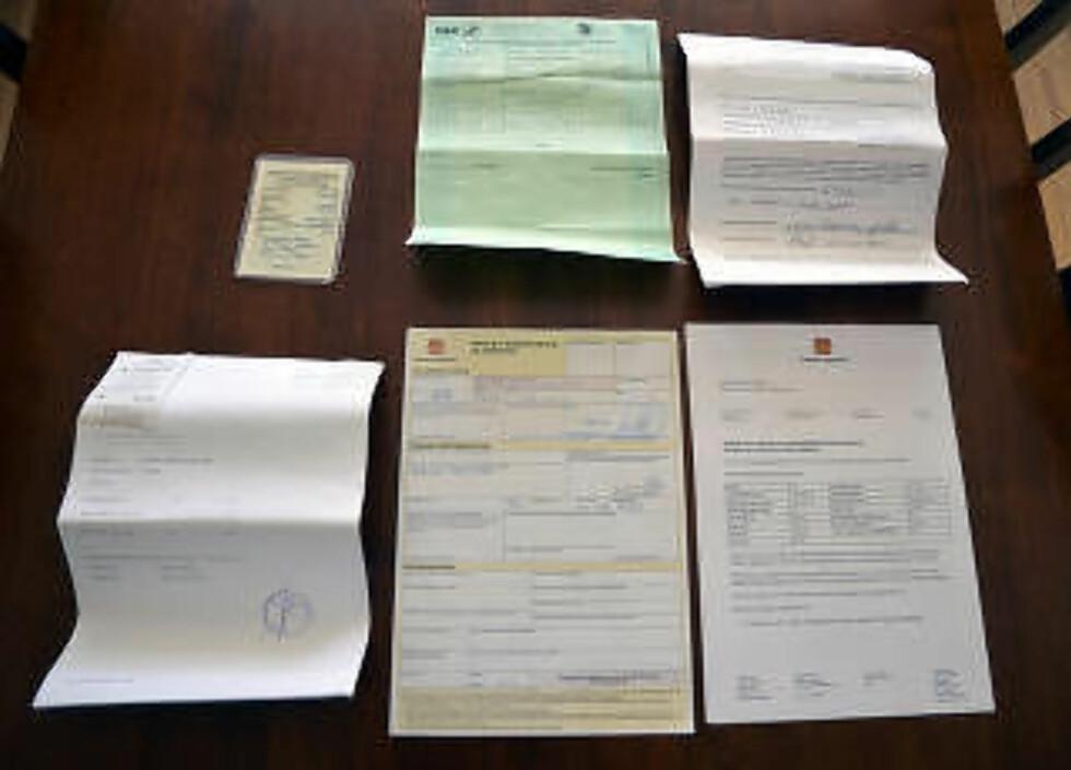 PAPIRARBEID: Det er viktig å sikre at all dokumentasjon på bilen er i orden. Foto: STEIN INGE STØLEN / AUTOFIL