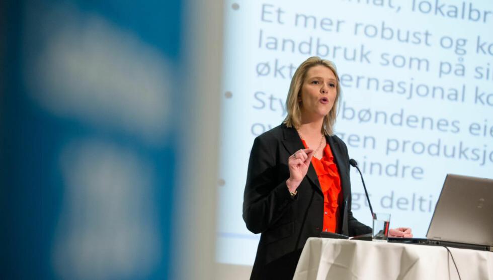 DØDSHJELP: «Landbruksminister Listhaug (avbildet), som liker å spøke om kirkegårder, gir med dette tilbudet aktiv dødshjelp til norsk landbruk slik vi kjenner det», skriver kronikkforfatterne. Foto: NTB Scanpix