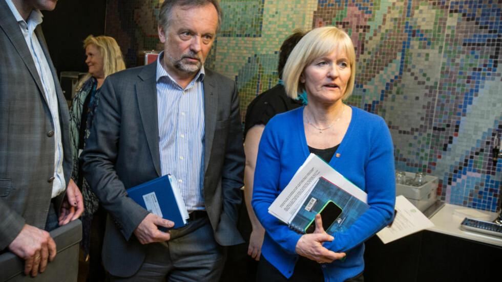 Forhandlingsleder i Unio Ragnhild Lied (t.h.) og leder for KS, Per Kristian Sundnes nærmer seg deadline i hovedtariffoppgjøret i kommunesektoren. Foto: Audun Braastad / NTB scanpix