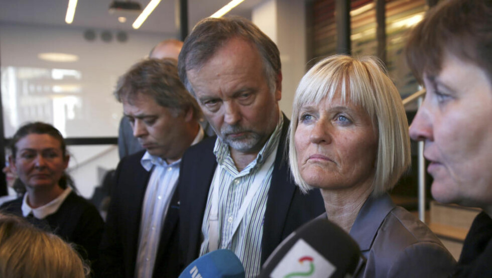 Løsning:  Per Kristian Sundnes (KS), Ragnhild Lied (Unio) og Mette Nord (fagforbundet) opplyser mandag morgen at det ikke blir streik i kommunal sektor.  Foto: Ivar Ekseth / NTB scanpix