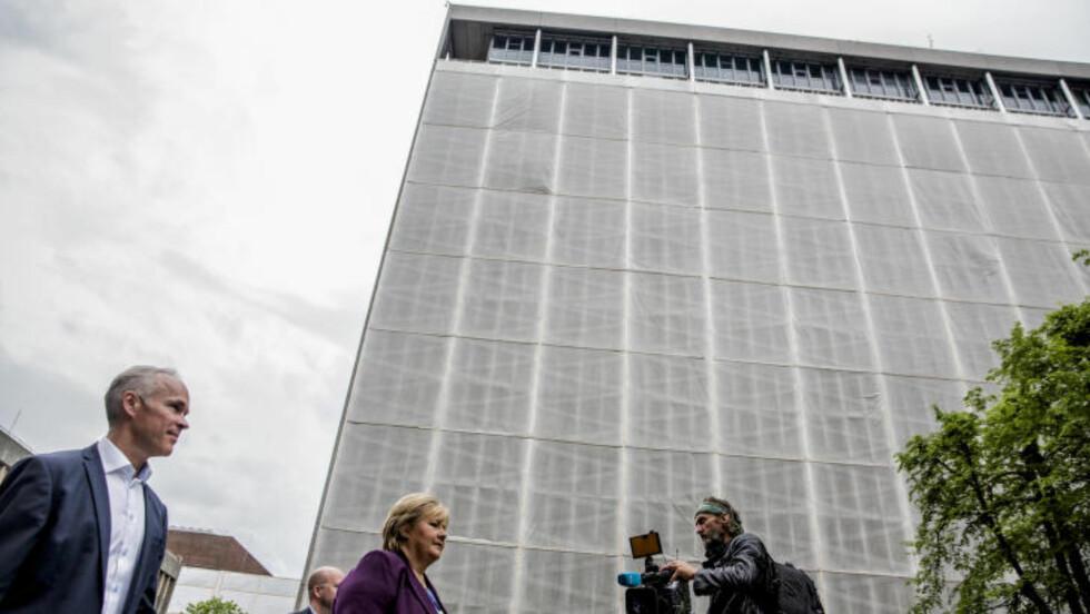 NYE PLANER: Statsminister Erna Solberg og moderniseringsminister Jan Tore Sanner presenterte søndag planene for det nye regjeringskvartalet. Foto: Jacques Hvistendahl