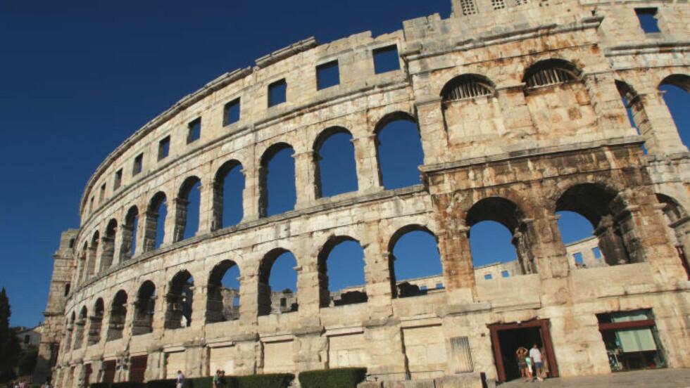 ROMERSK: Amfiteateret i Pula er blant Middelhavets aller best bevarte romerske ruiner. I antikken hadde det plass til 20 000 tilskuere. Foto: MARTE VEIMO