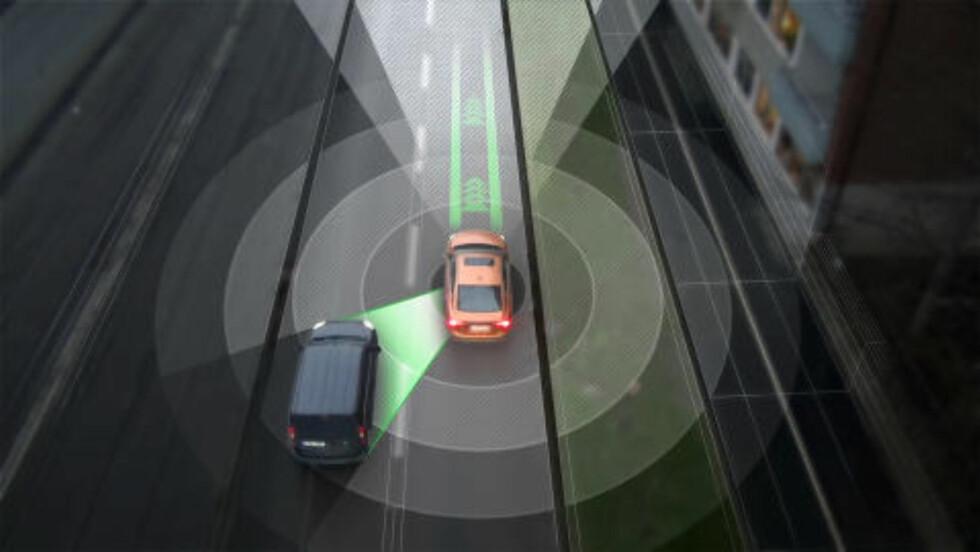 <strong>TEKNOLOGIEN:</strong>  Sensorer, radarer, laser, GPS og nettilkobling: Samspillet mellom alt dette muliggjør biler som kan kjøre selv. (FOTO: VOLVO)
