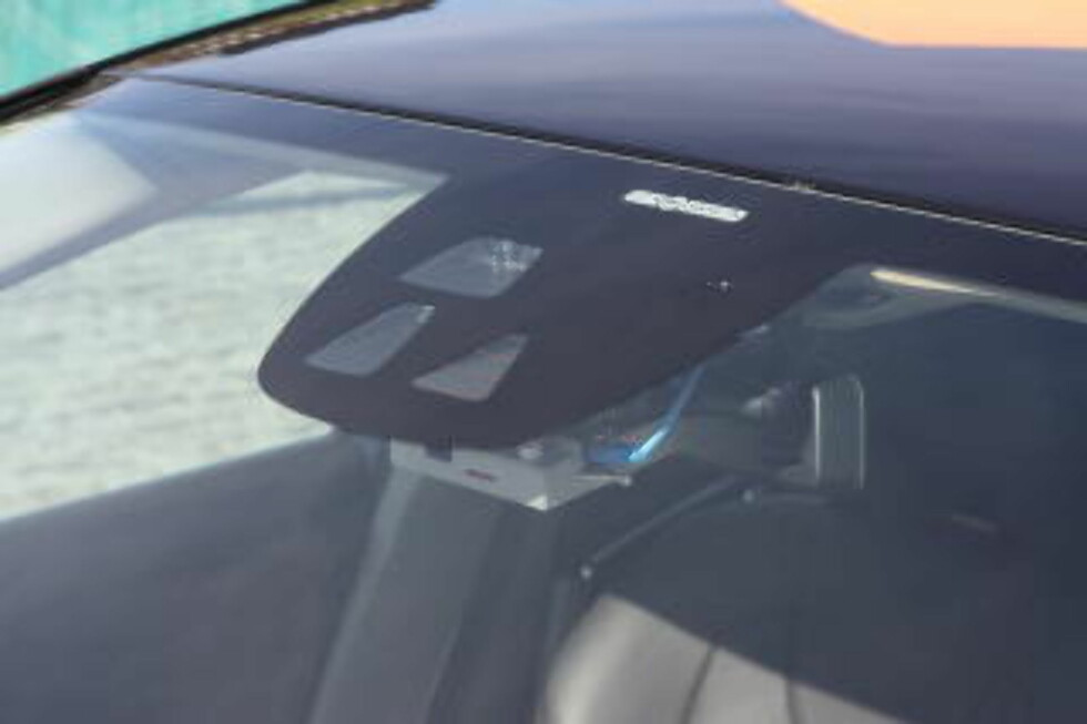 <strong>SER OG REGISTRERER:</strong> Kameraer og lasermålere er montert i testbilene. (Foto: KNUT MOBERG)