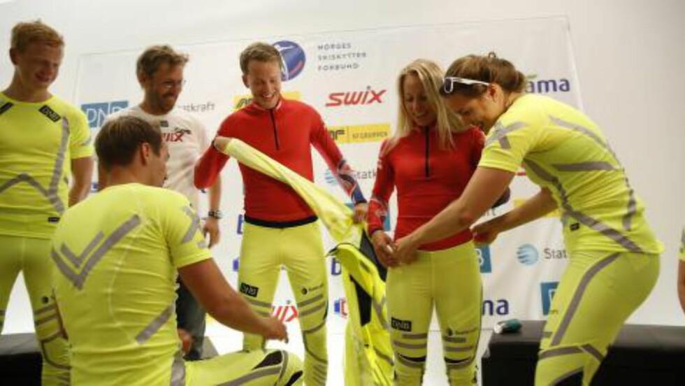 <strong>FØRST GULT, SÅ RØDT:</strong> Nei, det ble ikke gule drakter for skiskytterne i år heller. Foto: Lars Eivind Bones / Dagbladet