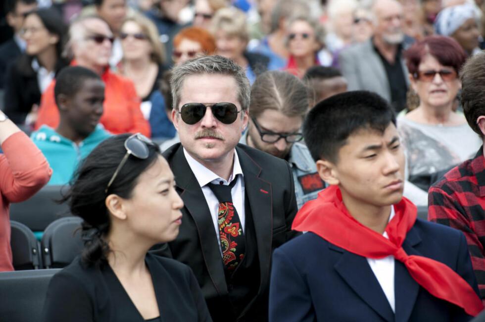 KUNSTEN ER FRI: Og det er viktig å debattere den, ifølge kunstner Morten Traavik. Han mener likevel Civita over tid har gått for langt i sin kritikk av hans nordkoreanske prosjekter, og har anmeldt tenketanken for ærekrenkelser. Her fra Festspillene i Bergen, der Traavik deltok med stykket «Kardemommeyang» med deltakere fra Nord Korea. Foto: Tor Erik H. Mathiesen / NTB scanpix