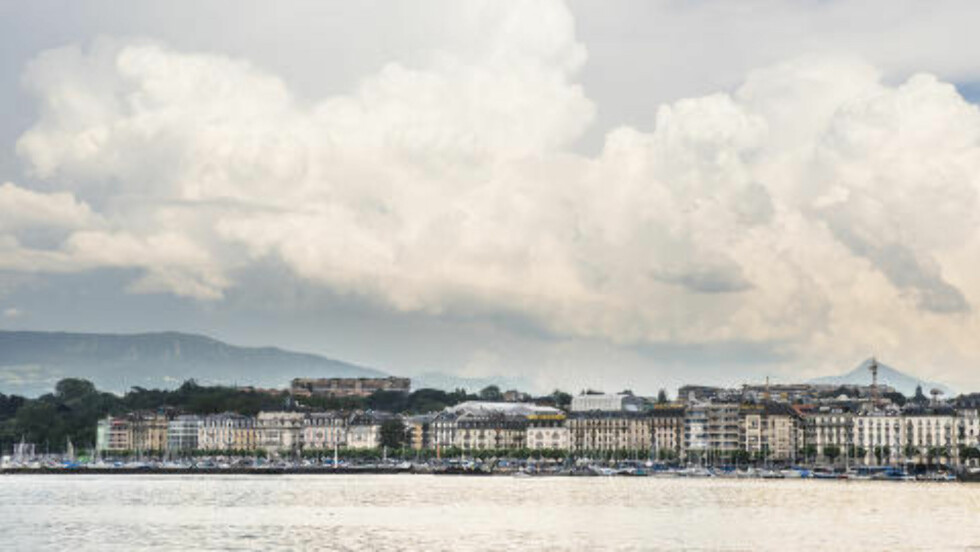 VED SJØEN: Profilgest-kontorene ligger flott til ved kaia i Genève. Foto: Julien Gregorio / Dagbladet