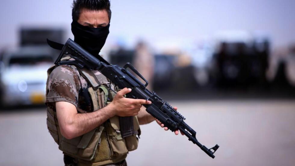 MOTIVERTE: Peshmerga-soldatene blir regnet som Iraks beste og mest motiverte soldater. Kurdiske styrker kan også velge å bruke situasjonen til å gå lenger inn i Irak, og ta over omstridte områder i Ninawa-regionen. De har allerede tatt kontroll over byen Kirkut, og har en uttalt ambisjon om å ta over de viktige oljeområdene i regionen. Foto: AFP/SAFIN HAMED/NTB SCANPIX