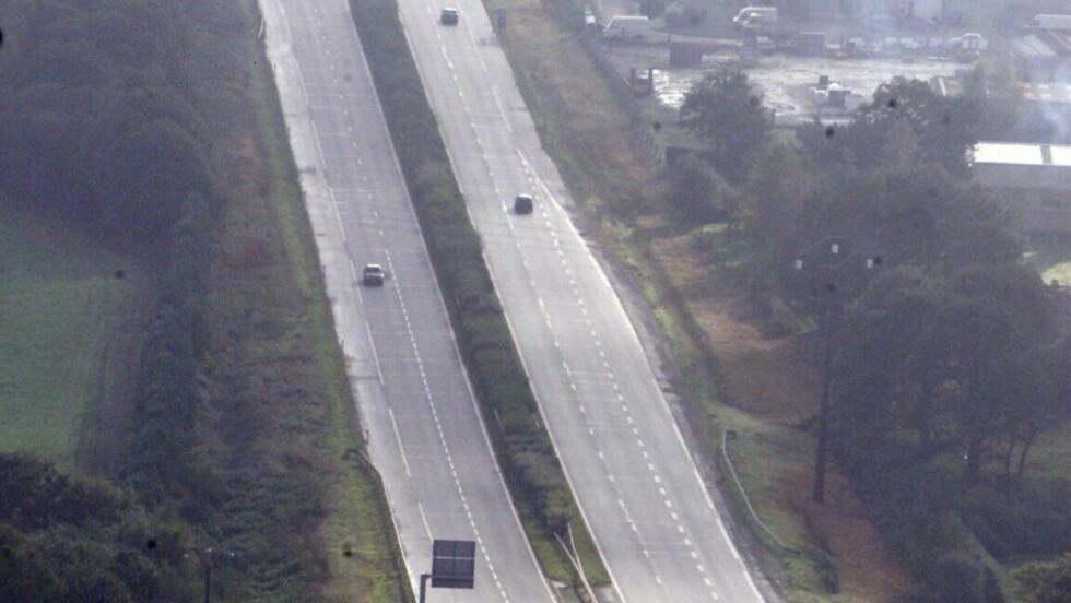 FØLG REGLENE: Det er definitivt ikke bare å trykke klampen i bånn så fort du er på Autobahn.  Foto: COLOURBOX.COM