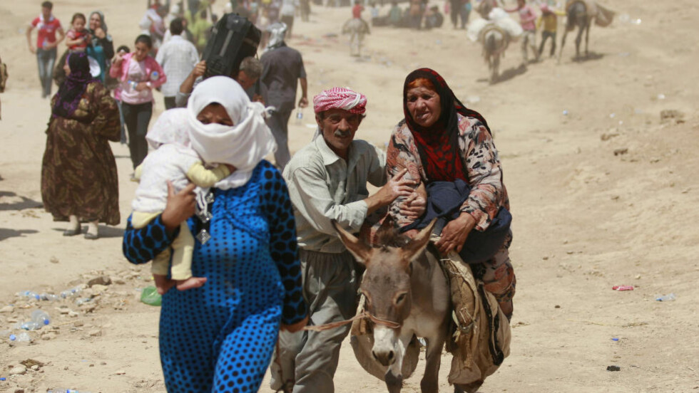 MASSEFLUKT I IRAK:  Siden Flyktningregnskapet ble gjort opp for 2013/14, har enda flere millioner mennesker flyktet fra krig og konflikt en rekke steder i verden. Bare de siste to ukene har minst én million mennesker flyktet fra de beryktede islamistene fra Den islamske staten i Irak og Levanten (ISIL) i Irak. Foto: Hadi Mizban/Ap/Scanpix