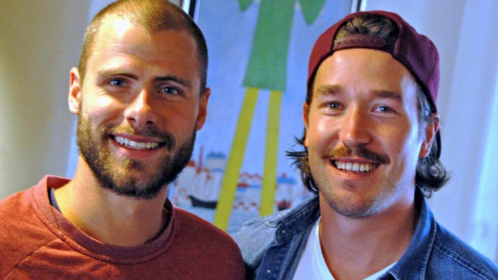 PÅ SPARKET: Duoen har hengt sammen i over 20 år, men skal for første gang dra på en ordentlig langtur sammen. (Foto: Lasse Lervik/Dagbladet)