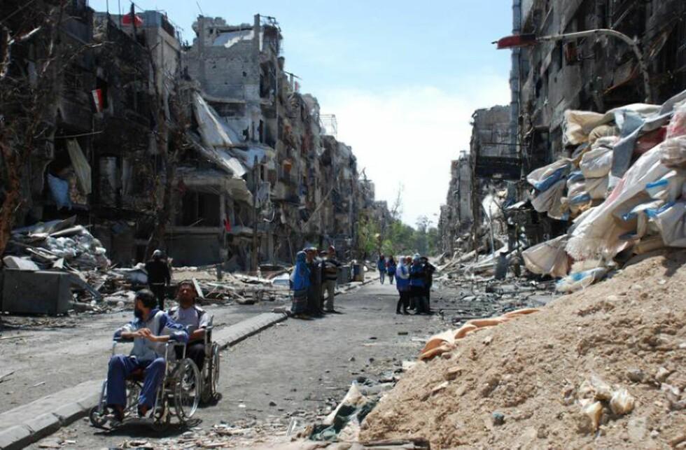 UTBOMBEDE NABOLAG:  Palestinerne i flyktningleiren Yarmouk bor i utbombede hus og overlever på matutleveringer fra UNWRA. Men siden 14. mai har UNWRA knapt klart å levere ut mat på grunn av kamphandlinger. Foto: UNWRA