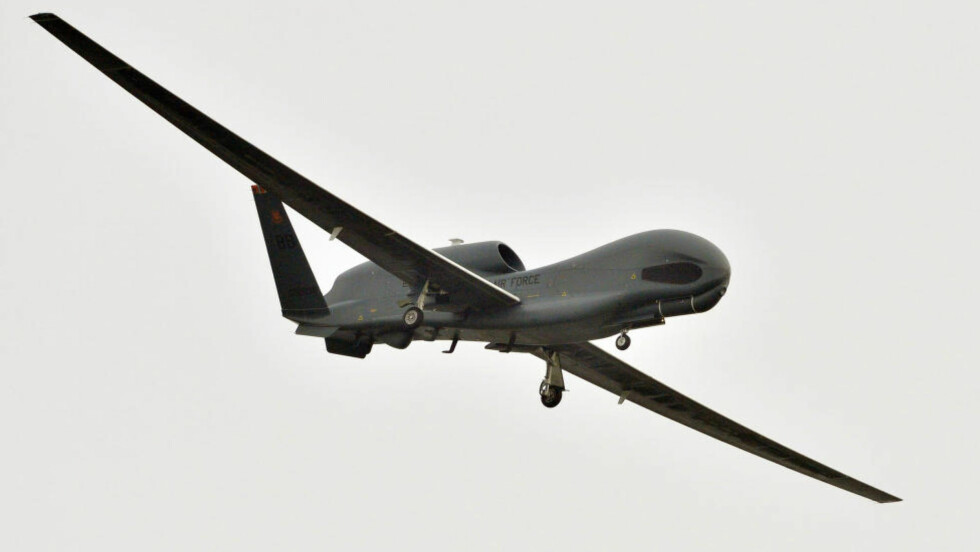 KRASJER: USA har høstet internasjonal kritikk for sin bruk av droner for å likvidere antatte terrorister i land som Pakistan og Jemen. Rett som det er styrter de også. Foto: AP Photo/Kyodo News/NTB Scsanpix