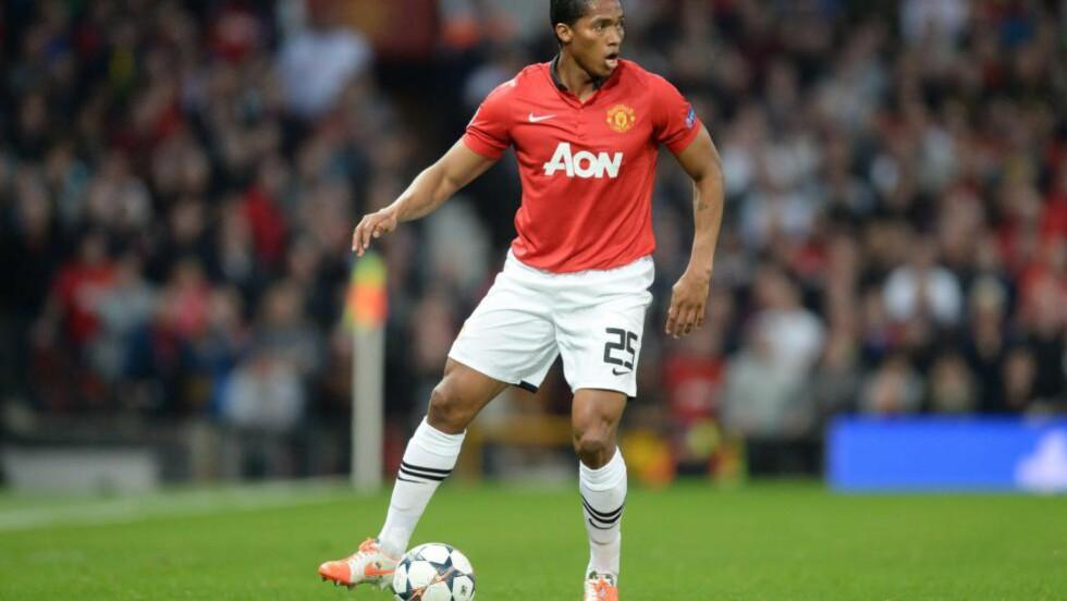 FORLENGER: Antonio Valencia forleger sin kontrakt med Manchester United, frem til 2018. Foto: AFP PHOTO / CHRISTOF STACHE