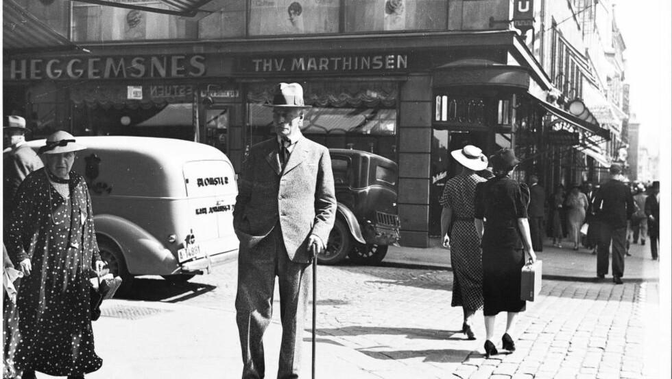 Arkivbilde av Knut Hamsun tatt i Oslo i august 1936.