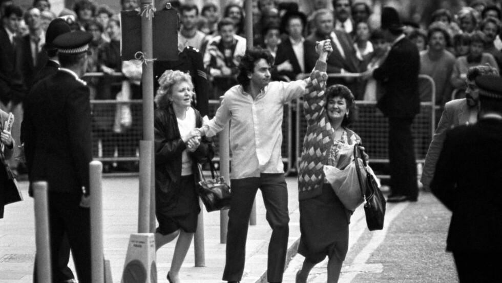 SLUPPET FRI: Her er Gerry Conlon endelig en fri mann etter ankesaken til «Guildfourd Four» i 1989. (AP Photo/PA Wire, file)