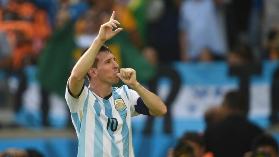 DEN LILLE VAR STØRST IGJEN:  Lionel Messi sørget for argentisk seier med sin overtidsscoring mot Iran. Argentina-stjernen er ikke i tvil om at de må bli bedre. Foto: AFP PHOTO / PEDRO UGARTE