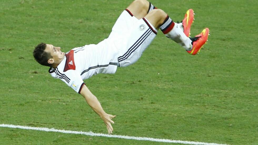 MÅLKONGEN: Miroslav Kloses turnferdigheter var ikke like stødig som i glansdagene, men målteften er den samme. Foto: Mike Blake / Reuters / NTB Scanpix