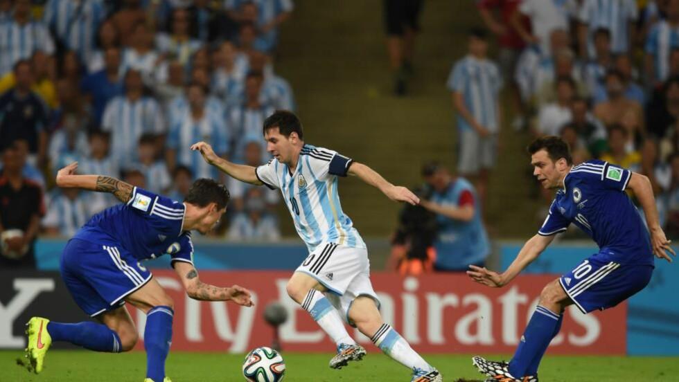 PÅ HVERT ENESTE BILDE:  Muhamed Besic (til venstre) skygget Messi i VM-starten. Nå er den unge bosnieren ute av turneringen, men blir snart å se i en europeisk storklubb. FOTO: AFP/ Christope Simon.