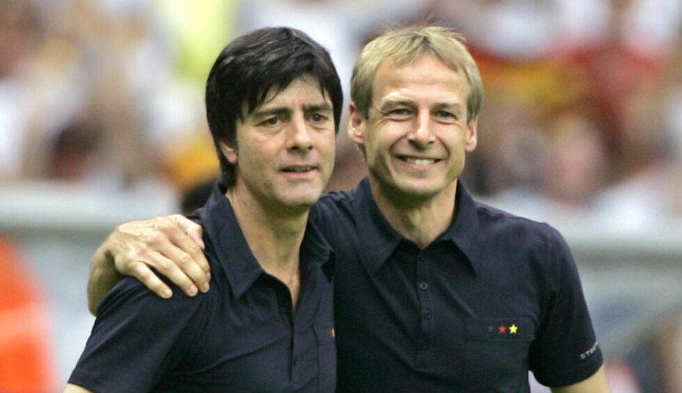 UAVGJORT I NATT: USA-sjef Jürgen Klinsmann (t.h.) hadde Joachim Löw som sin assistent da han ledet Tyskland i 2006. Torsdag møtes de i Recife, og begge er sikret åttendedelsfinale ved uavgjort. Det er klart etter at Portugal og USA spilte 2-2. Foto: Odd Andersen / AFP / NTB Scanpix