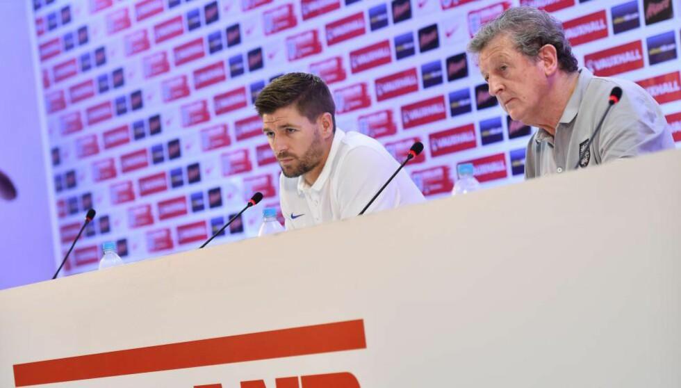 REAGERER: Landslagskaptein Steven Gerrard og trener Roy Hodgson reagerer sterkt på at flere spillere skal ha bedt om å få slippe å spille landskamper for England. De ber Harry Redknapp om å navngi spillerne det gjelder. Foto: AFP PHOTO / BEN STANSALL