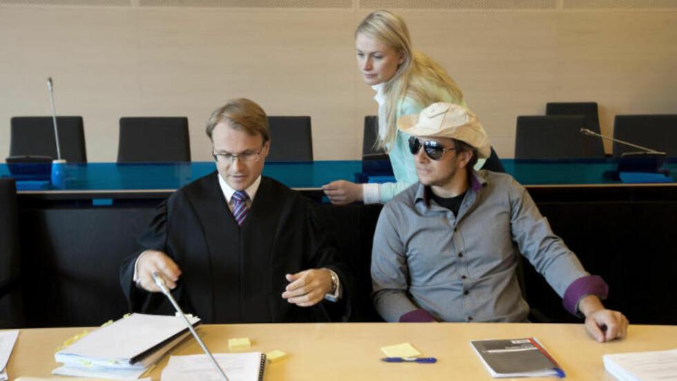 I RETTEN: Jarle Andhøy nekter å vedta forelegget og vil sammen med sin advokat bestride at det er ulovlig å seile i internasjonalt farvann. Foto: Henning Lillegård/Dagbladet.