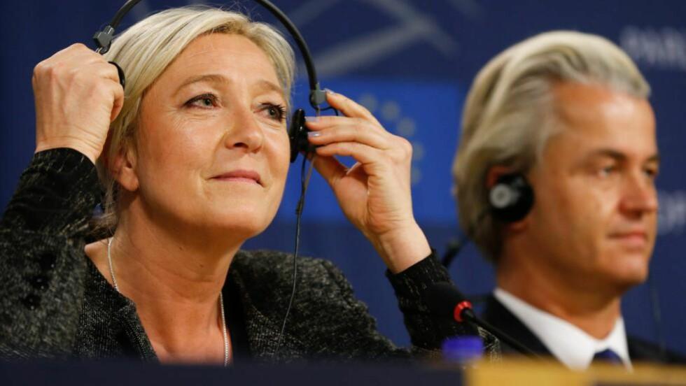 FANT IKKE SAMMEN: Leder for franske Front National, Marine Le Pen (t.v.) og leder for det nederlandske Frihetspartiet, Geert Wilders klarte ikke danne en felles EU-kritisk blokk i EU-parlamentet. Foto: EPA/JULIEN WARNAND