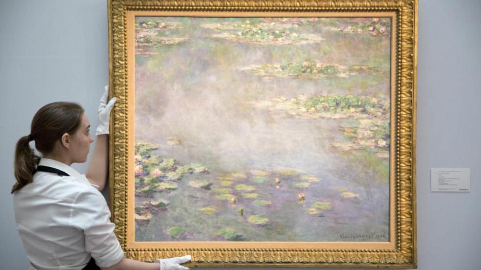 SOLGT: «Nympheas» er ett av de mest berømte maleriene til den franske mesteren Claude Monet og gikk under hammeren for 330 millioner kroner mandag. Foto: Reuters / NTB scanpix