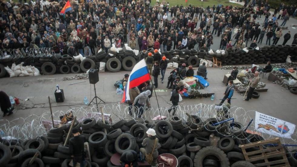 DEMONSTRASJONER:  Her demonstrerer prorussere i Donetsk tidligere denne måneden. Foto: EPA/Roman Pilipey/NTB scanpix