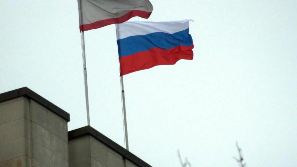 <strong>HEISTE RUSSISKE FLAGG:</strong> Pro-russiske separatister inntok  bygningen til regionregjeringen og regionalforsamlingen på Krim-halvøya i går morges. Foto: AFP Photo/Vasily Batanov/NTB Scanpix
