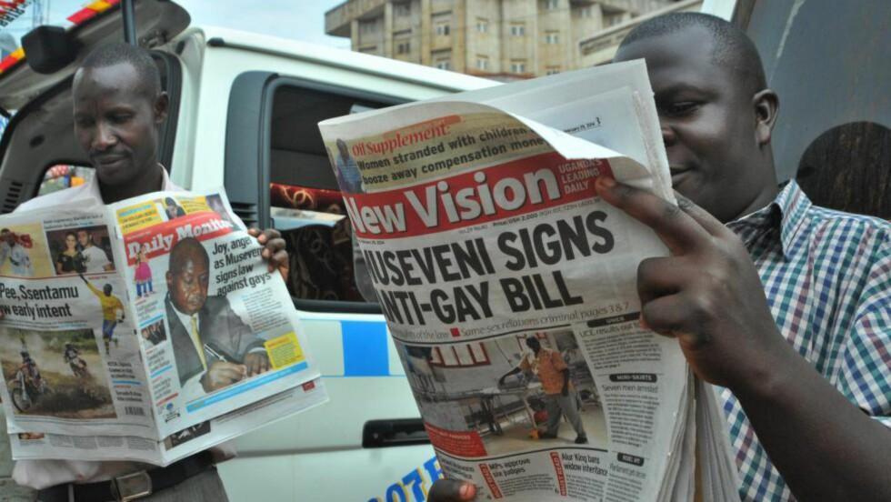 KONTROVERSIELL LOV: Den nye loven har vært på forsidene også i Uganda. Foto: EPA / RONALD KABUUBI / NTB scanpix