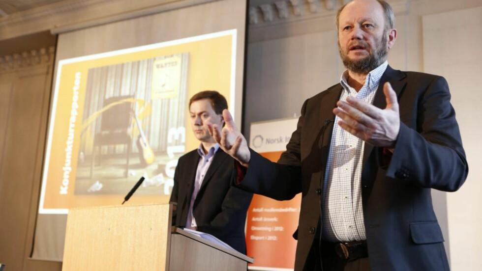LØNN OG ARBEIDSTID: Stein Lier-Hansen (t.h.) og Knut E. Sunde fra Norsk Industri mener norske arbeidstakere har for god lønn, sammenliknet med handelspartnernes. Foto: Heiko Junge / NTB scanpix