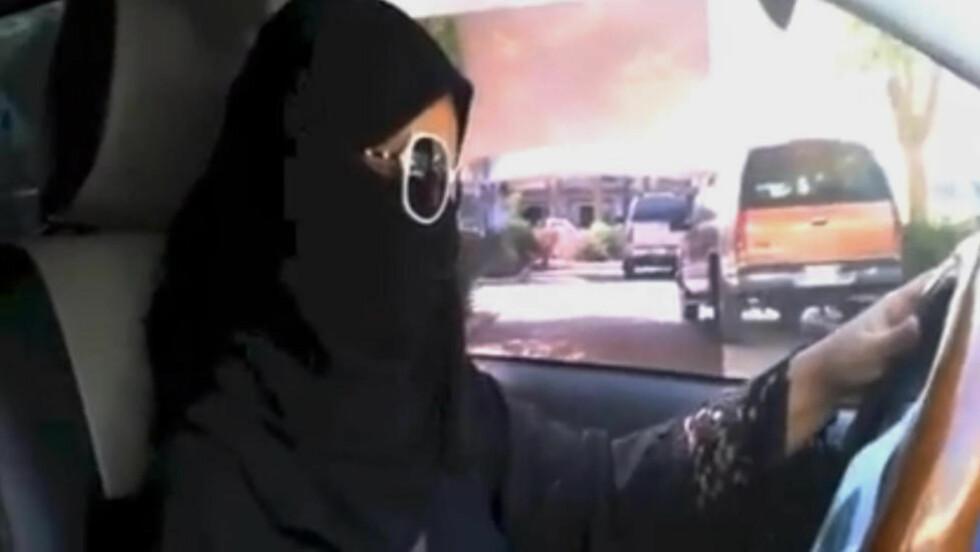 BØR STØTTES: Norge bør ta avstand fra Saudi-Arabia, mener artikkelforfatter. Bildet er fra en aksjon der kvinner i landet demonstrerte mot kjøreforbudet. Foto: AP / NTB Scanpix