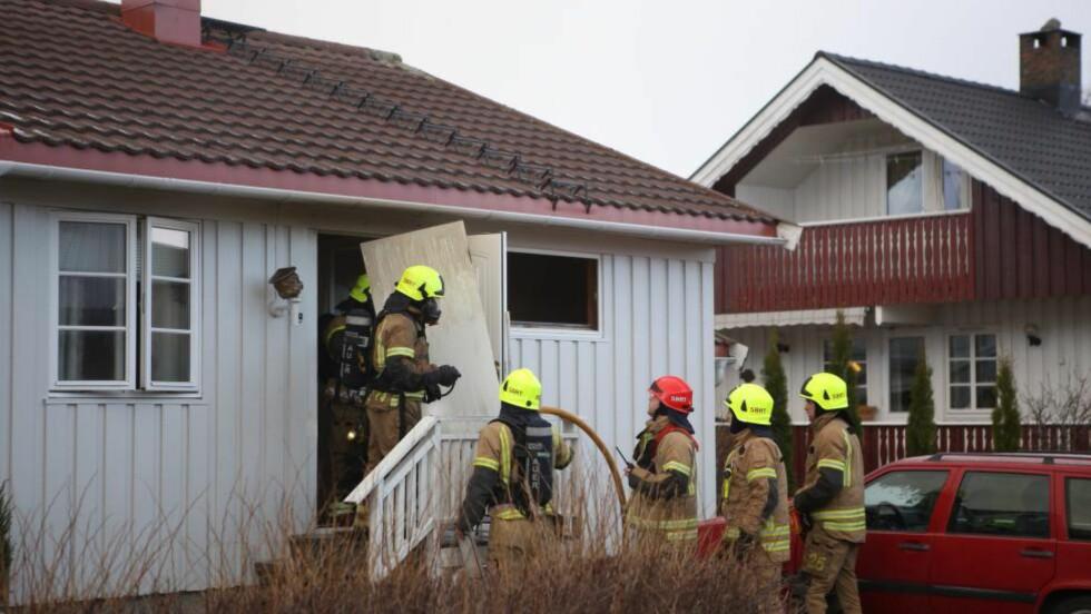 ANDRE DØDSBRANN: I går mistet en mann livet i en brann i denne boligen i Stjørdal. I dag er en person bekreftet omkommet og to er sendt til sykehus med røykskader etter en brann i Arendal. Foto:Tor Aage Hansen