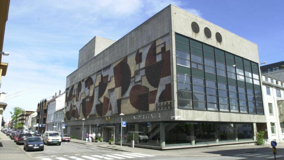 BRUTALT: «Det er et paradoks at politikerne nå ønsker å rive Agder Teater begrunnet i investeringer gjort i et nybygg hvor man nettopp har argumentert for å prioritere høy arkitektonisk kvalitet», skriver kronikkforfatterne. Foto: Per Løchen / NTB Scanpix