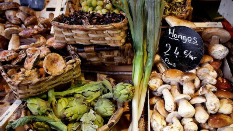 DELIKATESSER: Sopp og artisjokk på en delikatessebutikk i gamlebyen. Foto: Mette Møller