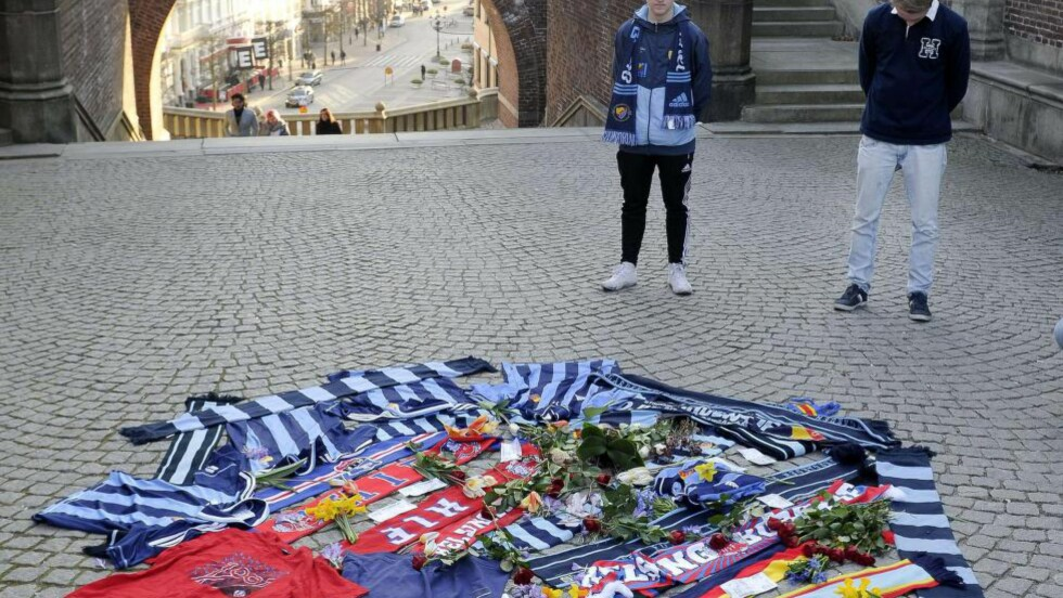 MINNET MEDSUPPORTEREN: På toppen av disse trappene ble en Djurgården-supporter drept før kampen mot Helsingborg i dag. Foto: AFP PHOTO / TT NEWS AGENCY / Bjorn Lindgren