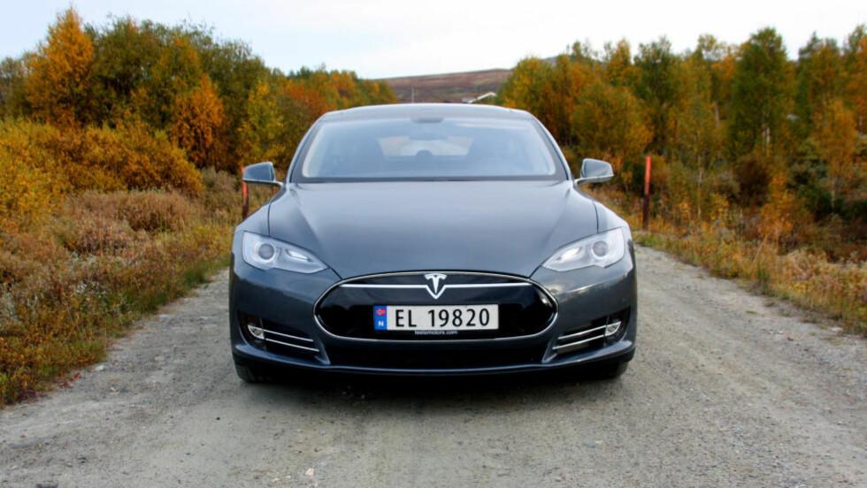 SLÅR ALLE: At Tesla Model S var populær, visste vi - men at den (forholdsvis) dyre elbilen skulle knuse historiske rekorder, hadde vi ikke ventet. FOTO: KNUT MOBERG