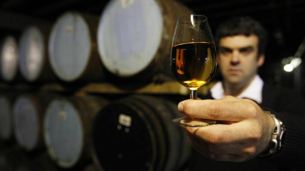 GYLDNE DRÅPER: Whisky er viktig for Skottland. Foto: David Moir/ REUTERS / NTB Scanpix