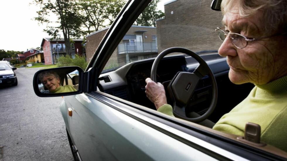 SIKRERE: «Det er enklere og sikrere å blinke enn å se etter andre trafikanter. Det er akkurat som med websider», skriver artikkelforfatteren. Illustrasjonsfoto: Gorm Kallestad / NTB Scanpix
