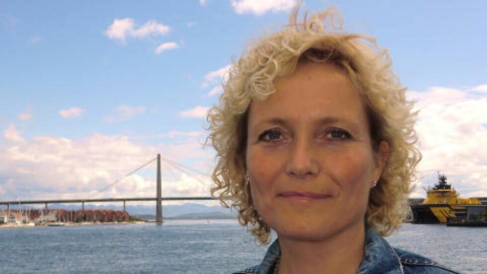 LITE HENSYN: Ingrid Mæland fra Trygg trafikk mener bilister tar for lite hensyn til syklister i trafikken. - Vi trenger en holdningsendring. Foto: privat