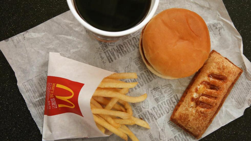 FEITE GREIER: Burger og pommes frites er ikke det sunneste. Foto: Scott Olson / Getty Images / AFP / NTB scanpix == FOR NEWSPAPERS, INTERNET, TELCOS & TELEVISION USE ONLY ==