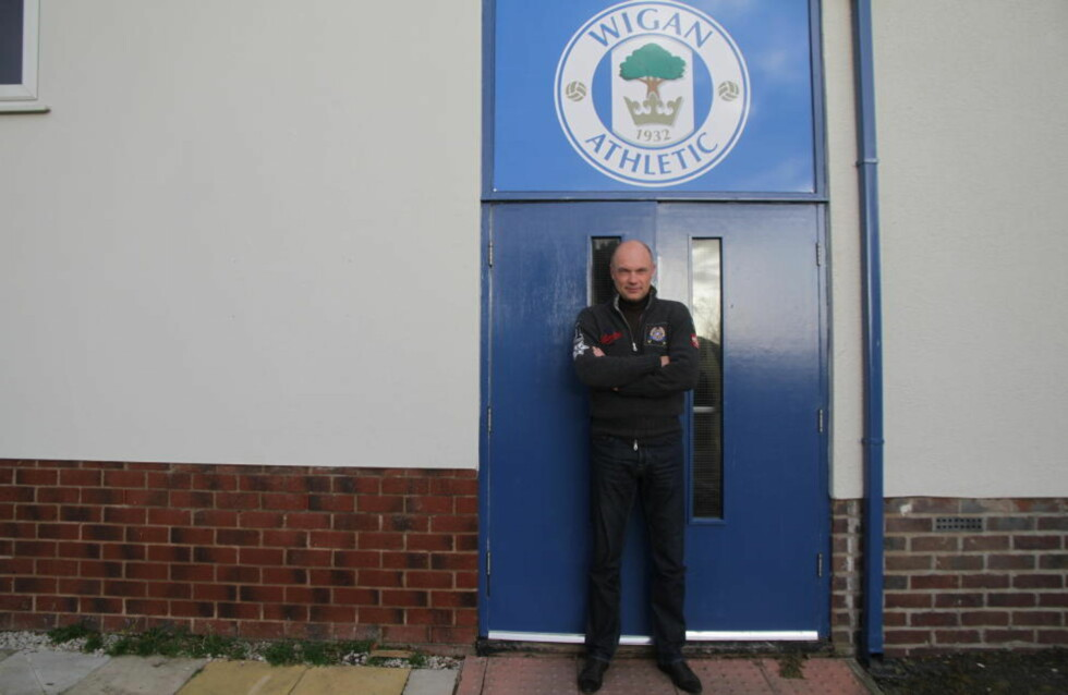 SUKSESS: Uwe Rösler ble ansatt som manager for regjerende FA-cupmester Wigan etter å ha overbevist som sjef for Brentford de siste to og et halvt årene. Her er han på sin nye klubbs treningskompleks. Foto: Pål Marius Tingve