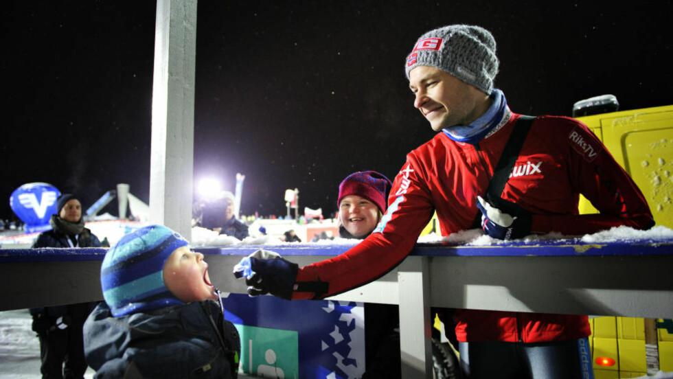 Lillehammer 20131208 , World Cup Langrenn , Lørdag Anders Jacobsen med familien etter sitt hopp i andre omgang. Her med sitt barn og sin søster Foto: Sjur Stølen / Dagbladet